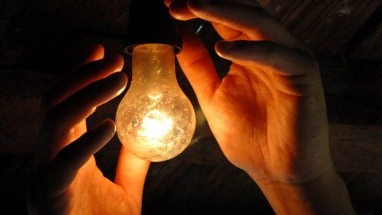 A conta de luz do consumidor está cada vez mais colorida