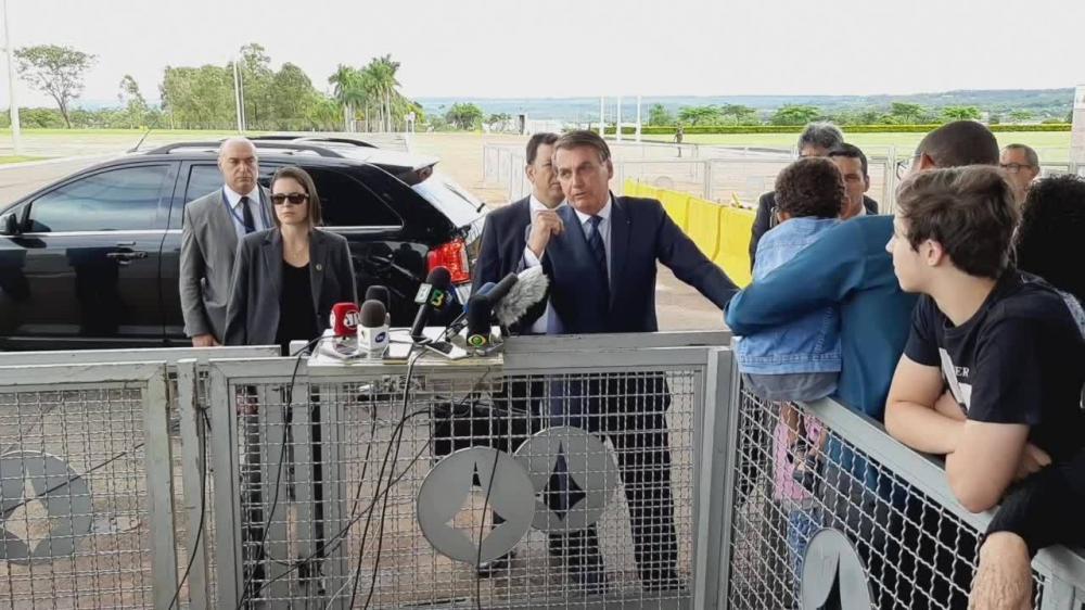 Bolsonaro: ataque dos EUA no Iraque 'vai impactar' preço dos combustíveis no Brasil