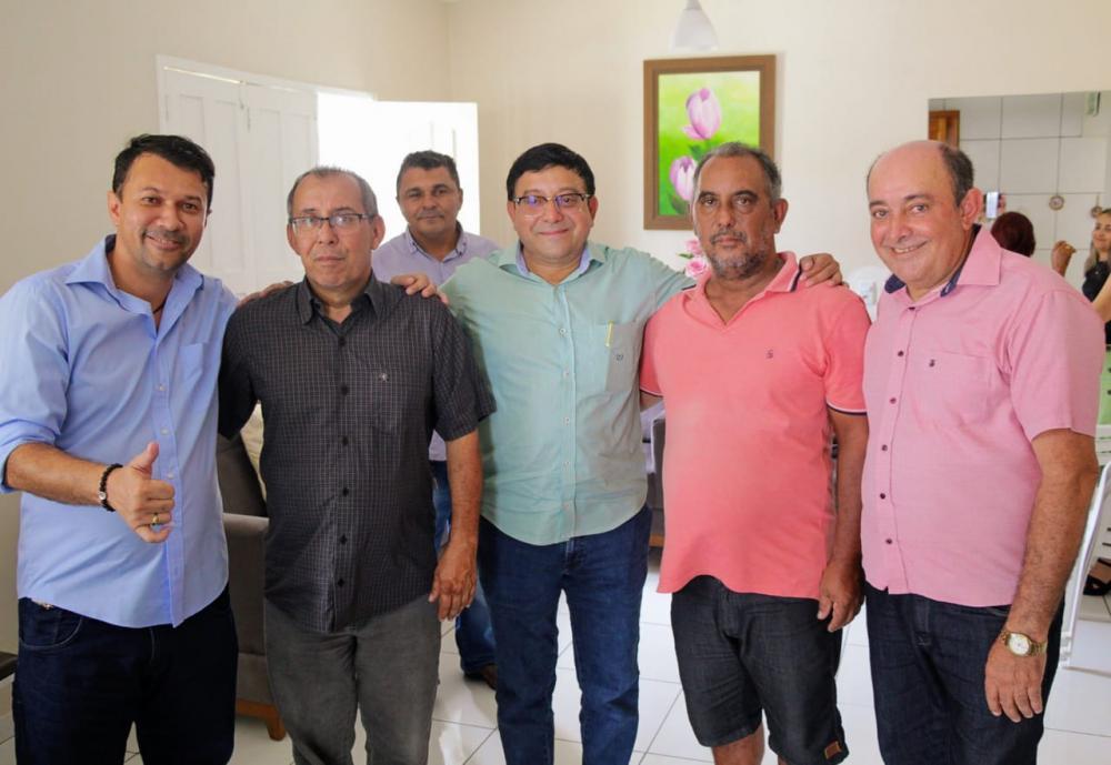 O ex-prefeito Ramiro Costa agora faz parte do grupo político do prefeito Maninho Oliveira.