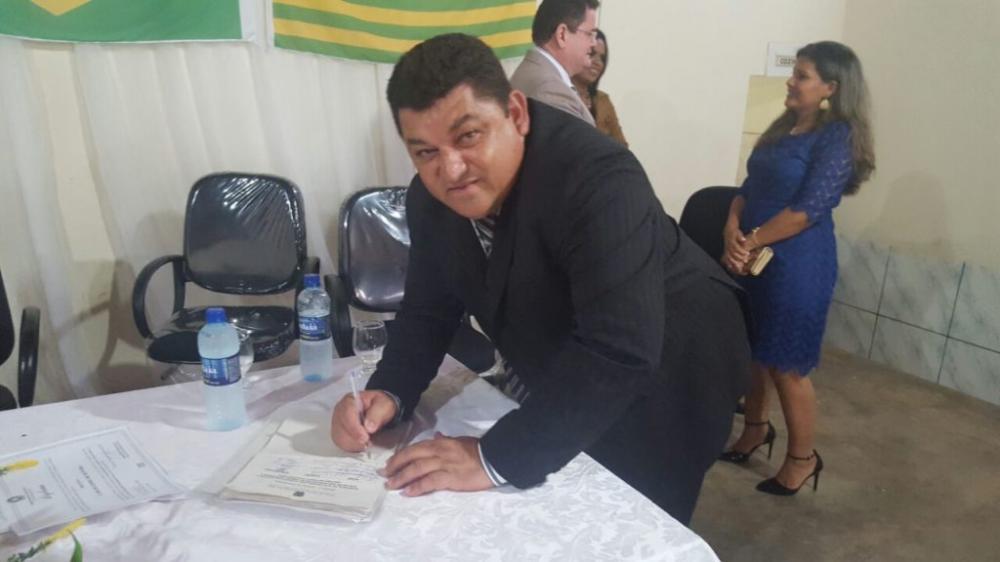 Prefeito de Dirceu Arcoverde/PI, Carlos Gomes de Oliveira (Imagem: Reprodução)