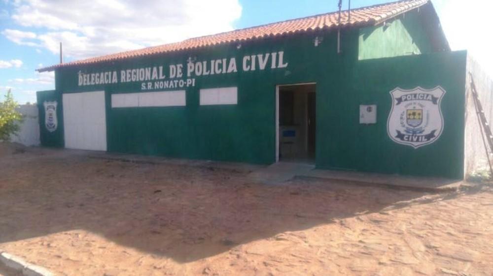 Mulher é morta a facadas e tem corpo jogado em estrada no Município de Caracol; polícia procura suspeito