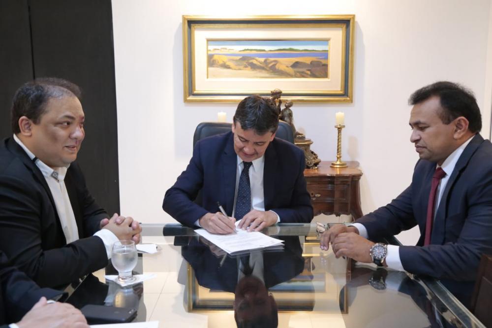 Governador Wellington Dias assina promoção de 296 policiais civis com efeito imediato