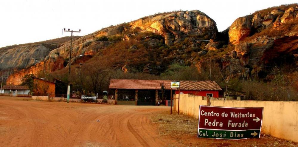 Governo gasta milhões para recapear estrada em bom estado de conservação