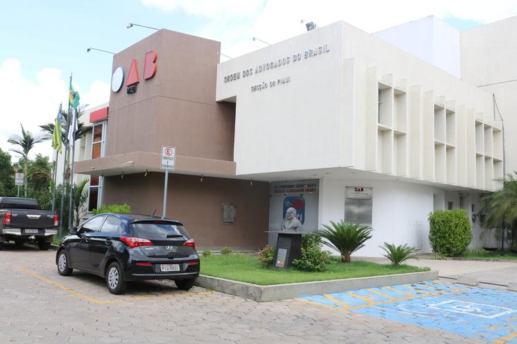 Advogados relatam crise financeira e cobram ação da OAB-PI e CAAPI