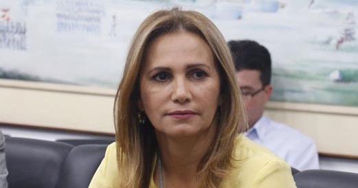 Carmelita Castro não divulga valores dos contratos da prefeitura, diz jornalista