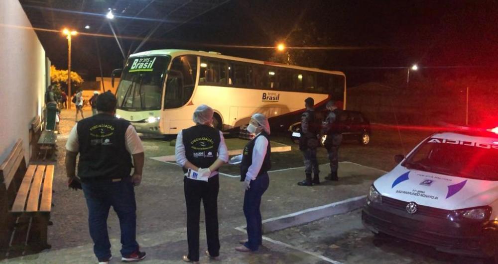 Polícia intercepta e apreende ônibus clandestino com passageiros de São Paulo