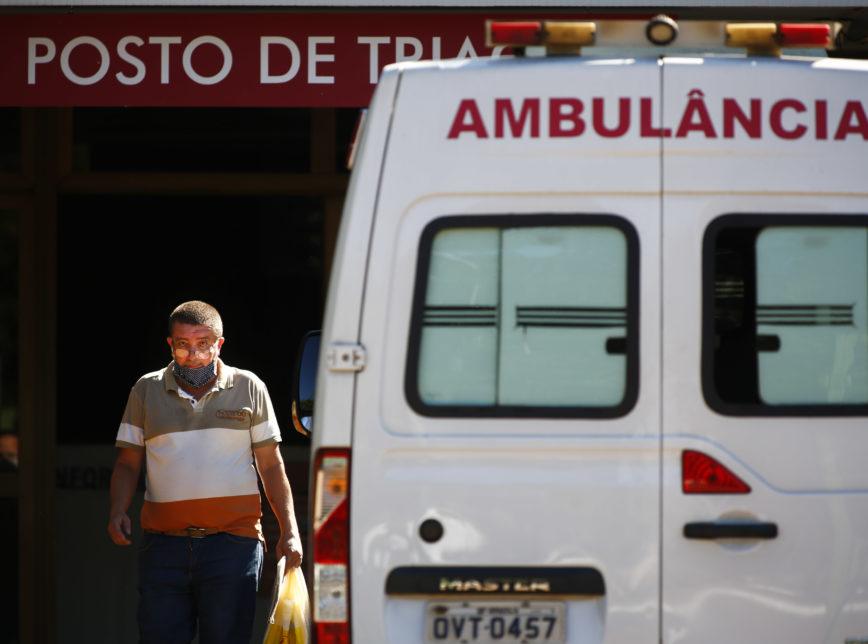Brasil tem 881 mortes por coronavírus em 24h, maior número segundo o MS