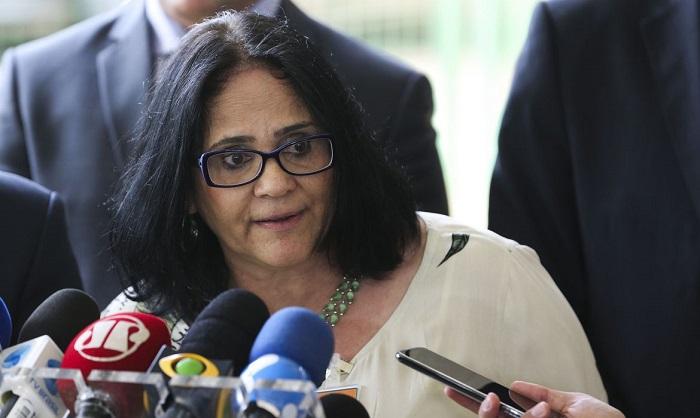 A ministra Damares Alves vem acompanhada de uma equipe do Ministério da Saúde para conhecer protocolo adotado no Hospital Regional de Floriano - Foto: Agência Brasil