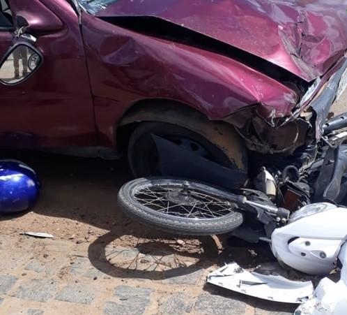 Mulher morre em acidente entre carro e moto no município de São Raimundo Nonato