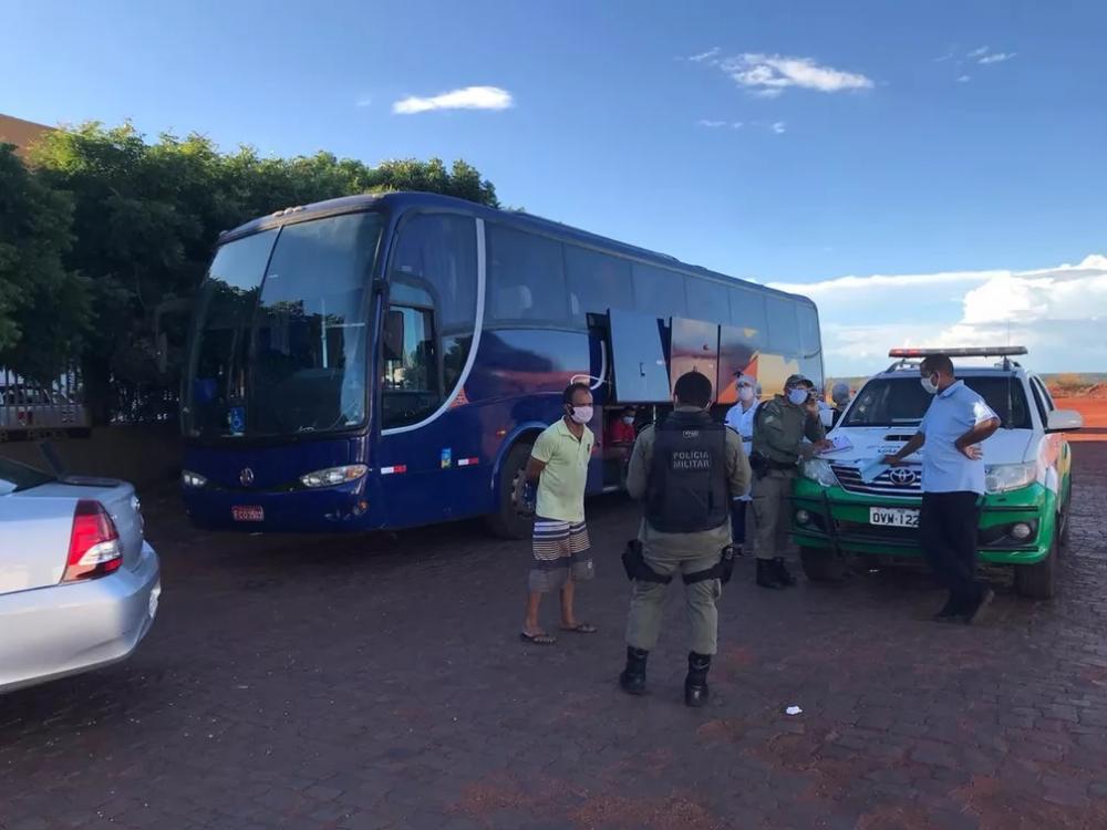Ônibus clandestino saído de SP é apreendido com 39 passageiros no Sul do Piauí — Foto: Divulgação/ANTT