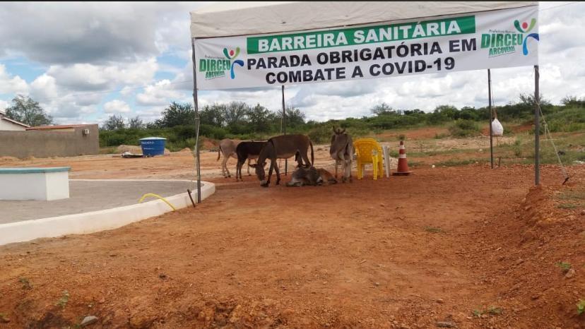Tenda de lona no município de Dirceu Arcoverde (Imagem: Vereador Rodolfinho)