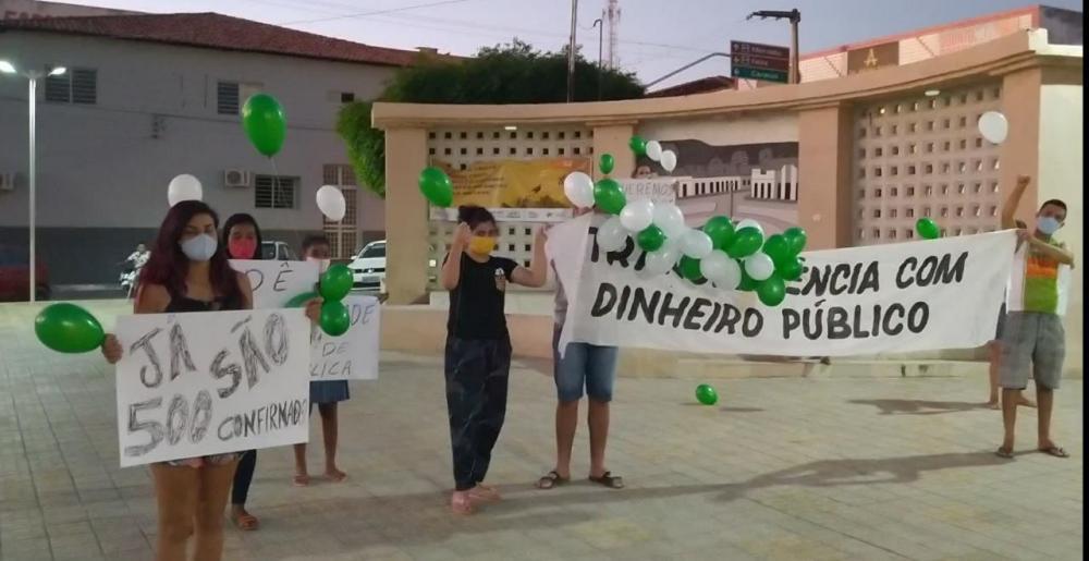 Jovens fazem protestos cobrando ação e transparência dos recursos para combate ao Covid-19