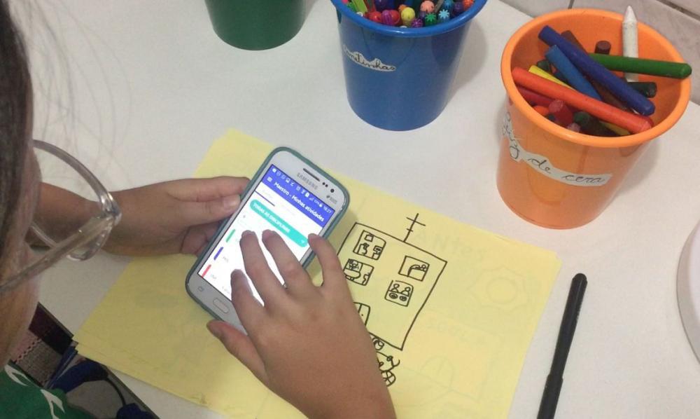 Famílias têm papel fundamental na relação da criança com mundo digital