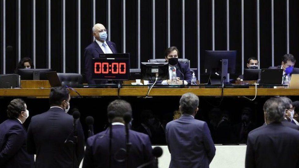 Proposta autoriza propaganda para atrair eleitores a comícios virtuais