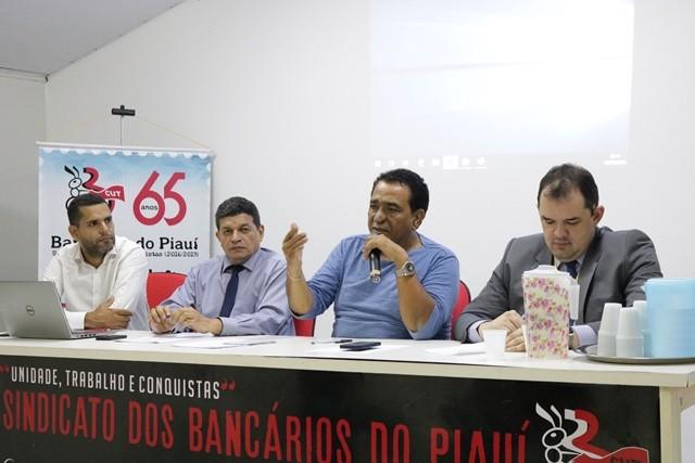 Arimatea Passos, presidente do sindicato falando ao microfone( Foto: divulgação)