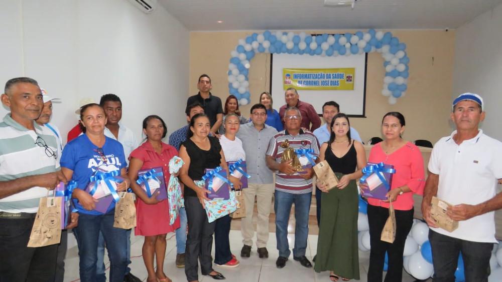 Prefeito Maninho entrega tablets aos agentes de saúde em Coronel José Dias