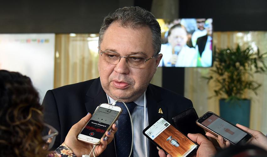 O secretário de saúde informou sobre recursos para as unidades - Foto: Jailson Soares/O Dia