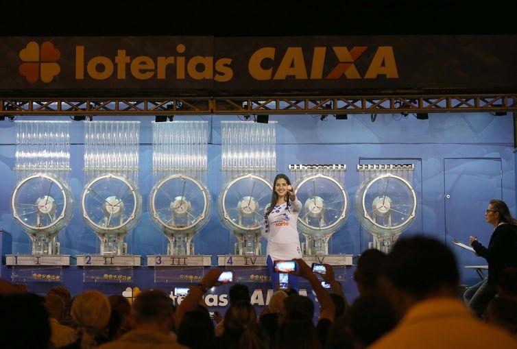 O reajuste das loterias da Caixa poderá ser feito a partir de 1º de janeiro de 2020 - Wilson Dias/Agência Brasil