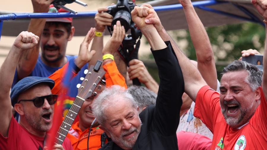 Ex-presidente Lula se dirige a apoiadores em São Bernardo do Campo (SP) Imagem: Thiago Bernardes/FramePhoto/Estadão Conteúdo