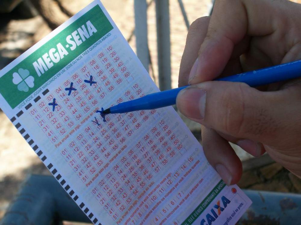 Mega-Sena acumula pela 3ª vez seguida e pode pagar R$ 14 mi