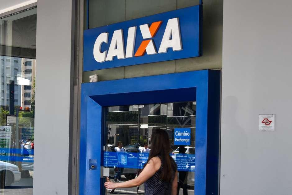 O saque dos R$ 500 do FGTS pode ser feito em agências da Caixa e casas lotéricas Foto: Roberto Casimiro / Foto Arena / Estadão Conteúdo