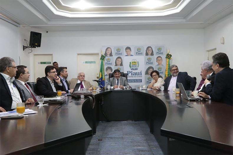 Municípios ficam fora da reforma da Previdência; governador faz mudanças