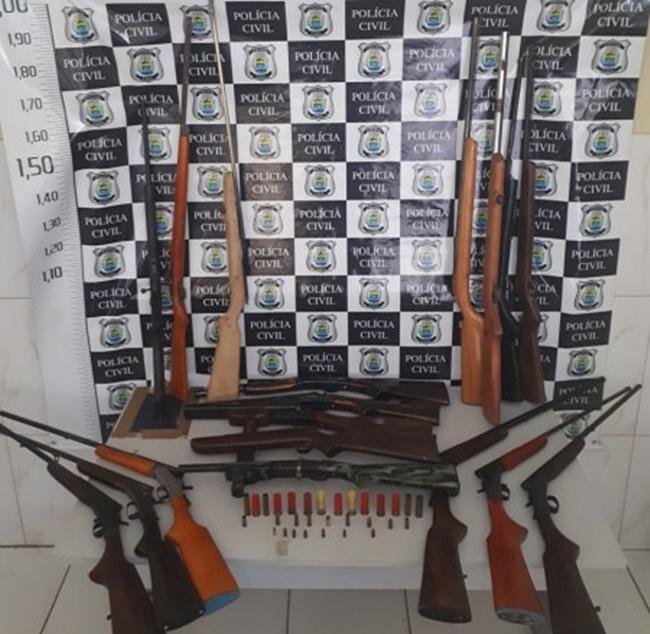 Polícia apreende 18 armas dentro de casa em São Raimundo Nonato
